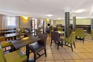 Restaurace v ubytování La Quinta Inn by Wyndham Santa Fe