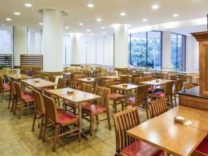 Um restaurante ou outro lugar para comer em Ibis Mossoró