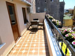 A balcony or terrace at Istanberry - Sunshine Flats