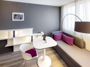 Ein Sitzbereich in der Unterkunft Novotel Suites Luxembourg