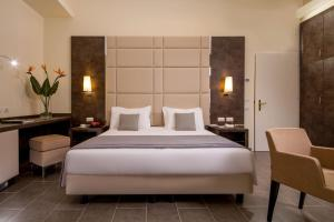A bed or beds in a room at Hearth Hotel