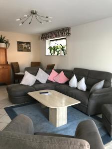 Ein Sitzbereich in der Unterkunft Ferienwohnung Eifelluft