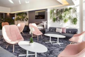 Lounge oder Bar in der Unterkunft Novotel Lausanne Bussigny