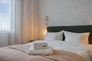 A bed or beds in a room at Turinge Hotel