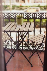 A balcony or terrace at Hostal Live Barcelona