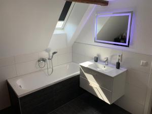 Ein Badezimmer in der Unterkunft Ferienwohnungen Mimi mit kostenloser AlbCard