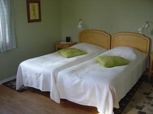Säng eller sängar i ett rum på Svedängs Rum & Frukost