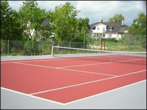 Tennis och/eller squashbanor vid eller i närheten av Svedängs Rum & Frukost