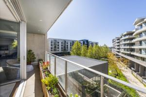 A balcony or terrace at Accommodate Canberra - Realm Residences
