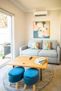 A seating area at Clarinda Street Apartments