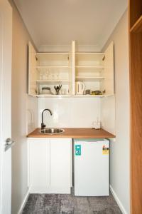 A kitchen or kitchenette at Clarinda Street Apartments