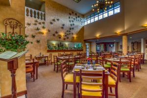 A restaurant or other place to eat at Buena Vista Chic Hotel