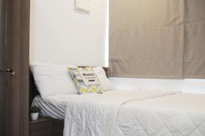 A bed or beds in a room at PARAGON CENTRE Hotel & Apartment