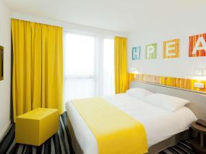 Un ou plusieurs lits dans un hébergement de l'établissement ibis Styles Paris Porte d'Orléans