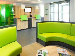 A seating area at ibis Styles Zeebrugge