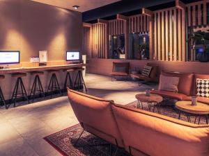 The lobby or reception area at Mercure Amsterdam Sloterdijk Station