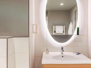 A bathroom at Aparthotel Adagio access Colombes La Défense