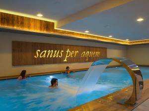 Bazén v ubytování Hotel Amerikan nebo v jeho okolí