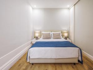 A bed or beds in a room at Oporto View Apartments