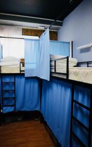 Двухъярусная кровать или двухъярусные кровати в номере Travel Inn Серпуховская