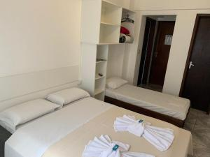 A bed or beds in a room at Hotel Linhares