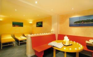 Ein Restaurant oder anderes Speiselokal in der Unterkunft Hotel Tirolerhof