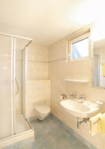 Ein Badezimmer in der Unterkunft Hotel Tirolerhof