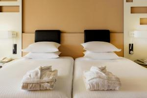 A bed or beds in a room at Madrid Marriott Auditorium Hotel & Conference Center