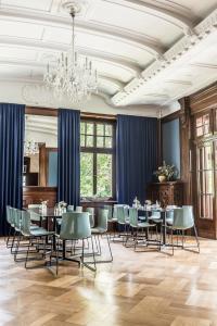 Ein Restaurant oder anderes Speiselokal in der Unterkunft Hotel Schloss Teutschenthal