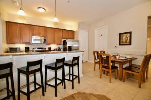 A kitchen or kitchenette at Vista Cay Luxury 3 bedroom condo (#3068)