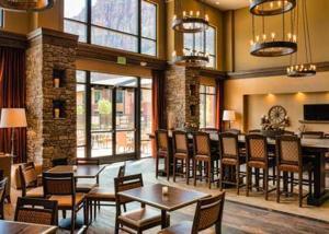 Ein Restaurant oder anderes Speiselokal in der Unterkunft Hampton Inn & Suites Springdale/Zion National Park