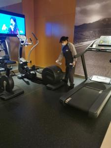 The fitness center and/or fitness facilities at Mercure Shanghai Yu Garden