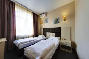 Кровать или кровати в номере Отель Мартон Шолохова