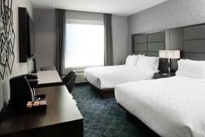 A bed or beds in a room at Holiday Inn Express - Boston South - Quincy, an IHG Hotel