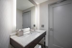A bathroom at Holiday Inn Express - Boston South - Quincy, an IHG Hotel
