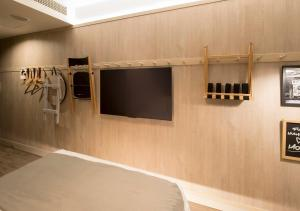 A television and/or entertainment center at MOXY Osaka Honmachi by Marriott