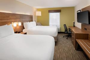 A bed or beds in a room at Holiday Inn Express Harrisburg East