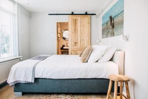 Een bed of bedden in een kamer bij West 7