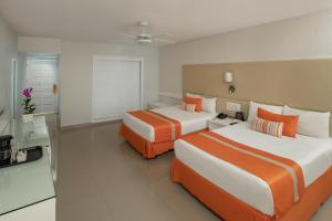 Een bed of bedden in een kamer bij Sunscape Puerto Plata