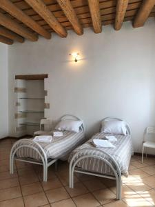 A bed or beds in a room at Ai Leoni