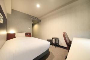 A bed or beds in a room at Richmond Hotel Tokyo Musashino