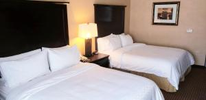 A bed or beds in a room at Holiday Inn Express Hotel Frazier Park