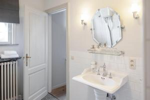 A bathroom at B&B La Passion Interdite