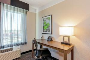 A television and/or entertainment center at La Quinta Inn & Suites by Wyndham Panama City