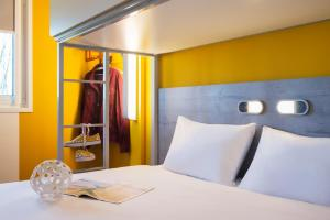 A bed or beds in a room at ibis budget Amsterdam Airport