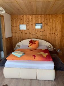 Ein Bett oder Betten in einem Zimmer der Unterkunft Landgasthaus & Pension Liebner