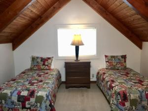A bed or beds in a room at Chalet at Mt. Rainier