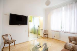 Kiev Accommodation Apartment on Trokhsviatytelska st. tesisinde bir televizyon ve/veya eğlence merkezi
