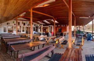 Ein Restaurant oder anderes Speiselokal in der Unterkunft Hotel Panska Licha