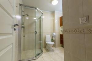 A bathroom at Tallinn Backpackers